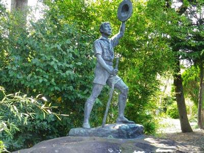 葵小学校にあるスカウト像